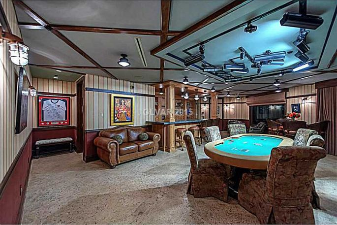 Pro poker player andy bloch selling las vegas mansion for for Room design games realistic