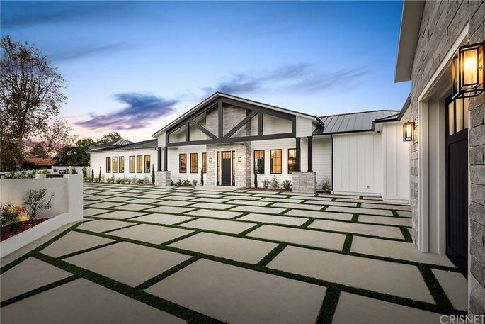 Justin Hartley's new Encino, CA, home