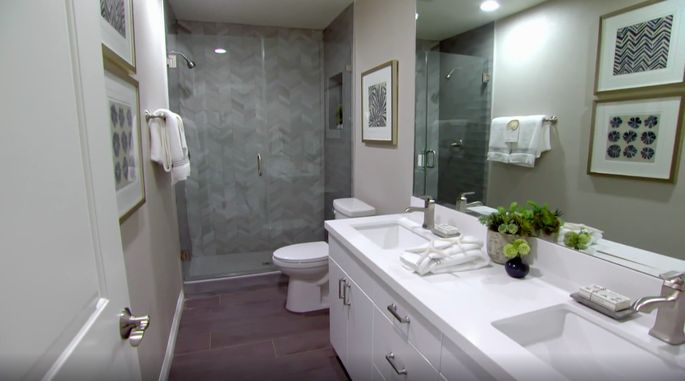 A double vanity was the right choice for this bathroom.