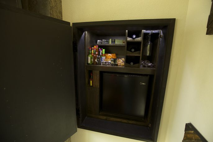 A dumbwaiter with a cooler and snack holders