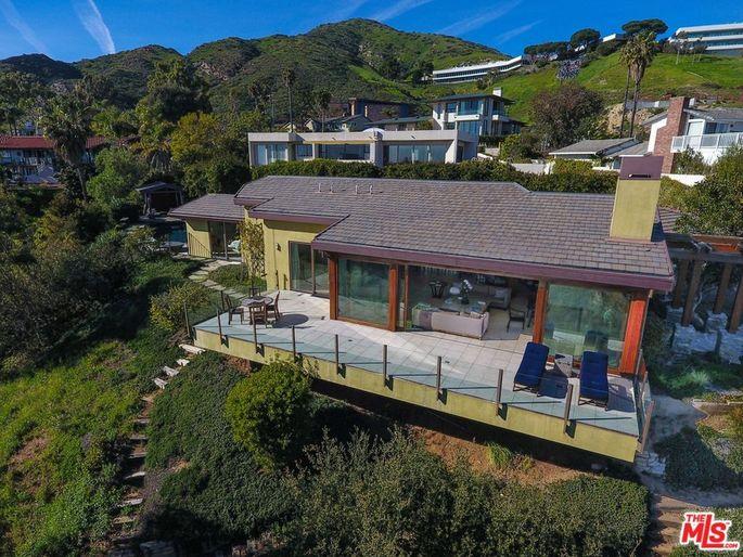 Robert Downey Jr Buys Malibu Home Close To Iron Man S