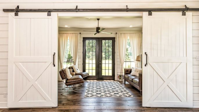 Farmhouse chic 10 home decor tips from chip and joanna gaines Joanna gaines home design ideas