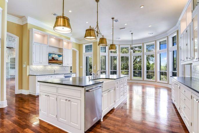 Chef's kitchen and breakfast nook