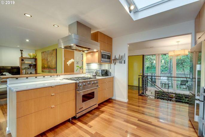 Hello, spacious kitchen!