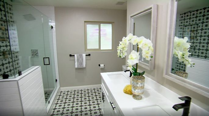 El Moussa and Anstead are known for going bold with their bathroom tile.
