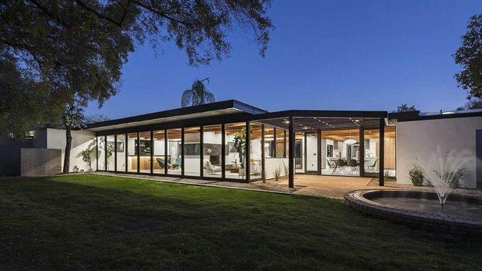Magical Mid Century Modern In Arizona Brought Back To Life Realtor - Guirey-residence-arizona-architecture-classic