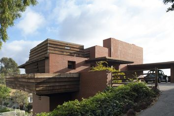 Historic Frank Lloyd Wright Design Going Up for Auction in L.A.