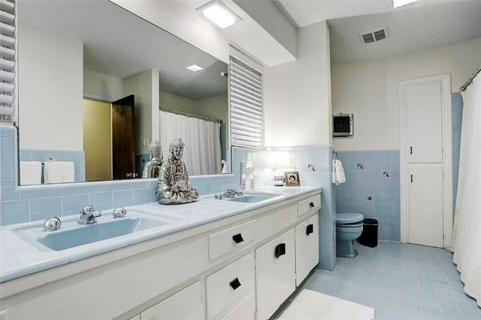 Another bathroom with original tile