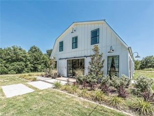 'Fixer Upper' 'Barndominium' for Sale: What Do Chip and Jo Gaines Think?