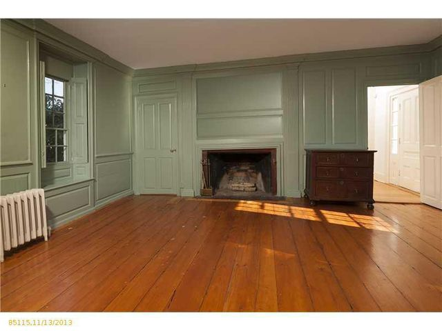 daryl-hall-of-hall-oates-selling-restored-colonial-in-maine-8