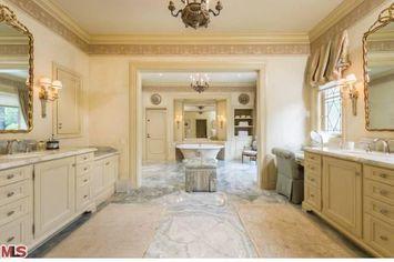 Christina Aguilera Buys Mulholland Estates Mansion