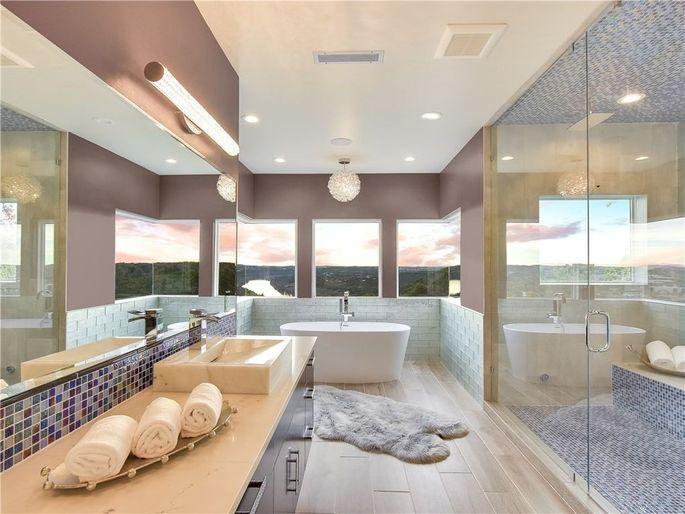 Owner's suite bathroom