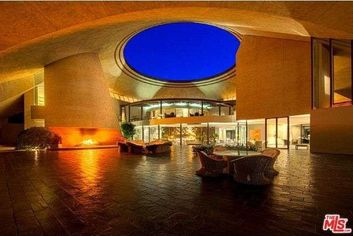 Why Won't Anyone Buy Bob Hope's Spaceship House in Palm Springs?