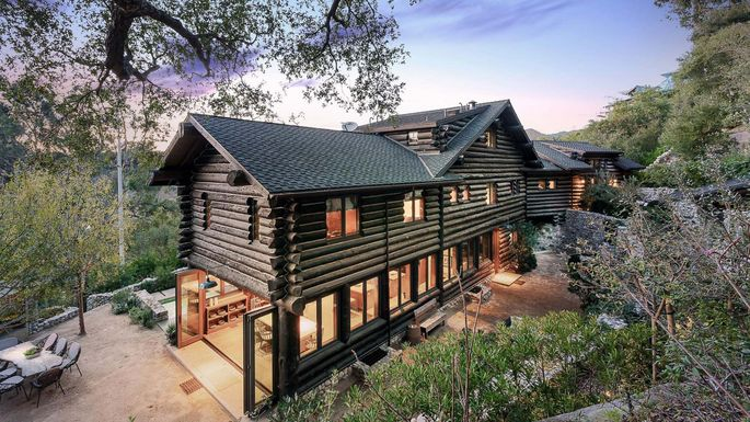 No Splinters Here These 5 Luxury Log Cabins Are A Must