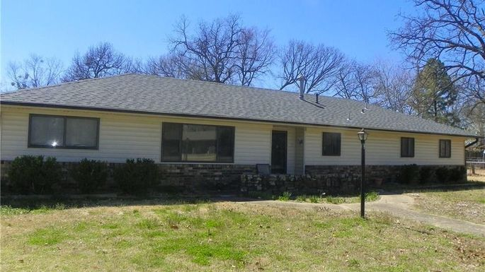 Ranch house in Fort Smith, AR