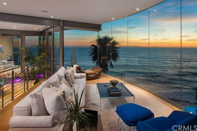 Floating' Glass House in Laguna Beach Sails Onto the Market