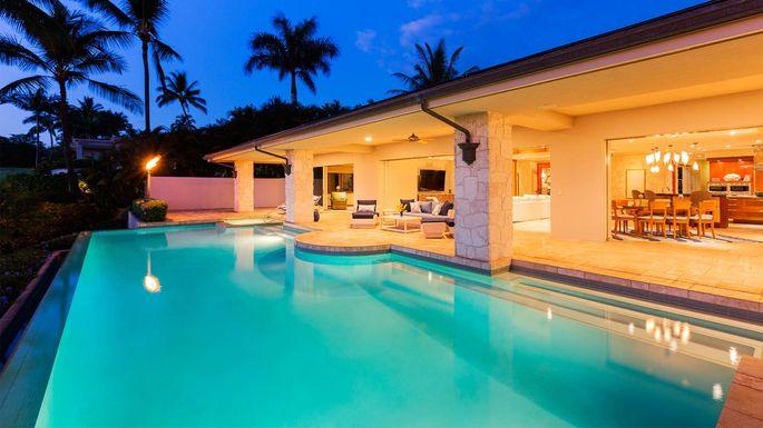 Nice Pool House Epicstockmedia Istock