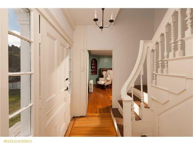 daryl-hall-of-hall-oates-selling-restored-colonial-in-maine-6