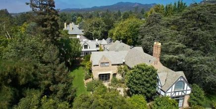 Screenwriter Robert Towne Lists His Pacific Palisades Home (PHOTOS)