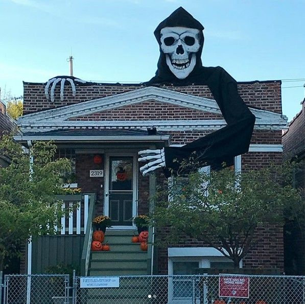7 Homes Whose Halloween Decorations Are Impressively Over The Top