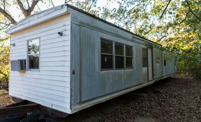 Run down mobile home pictures.