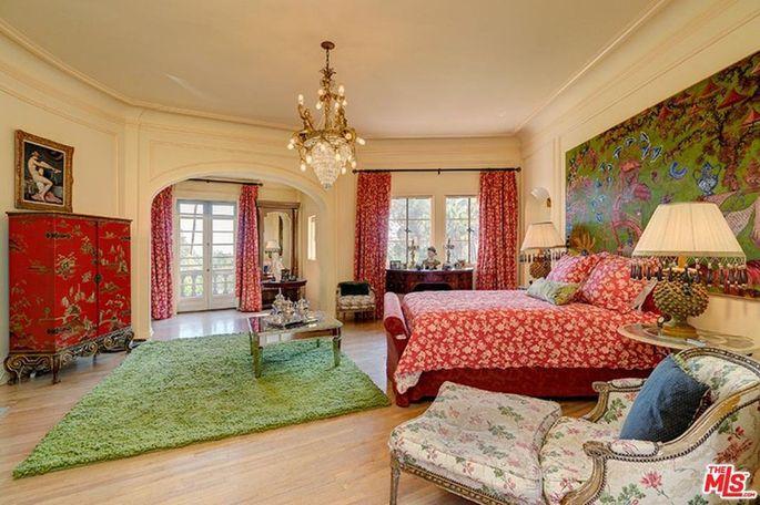 Ornate bedroom