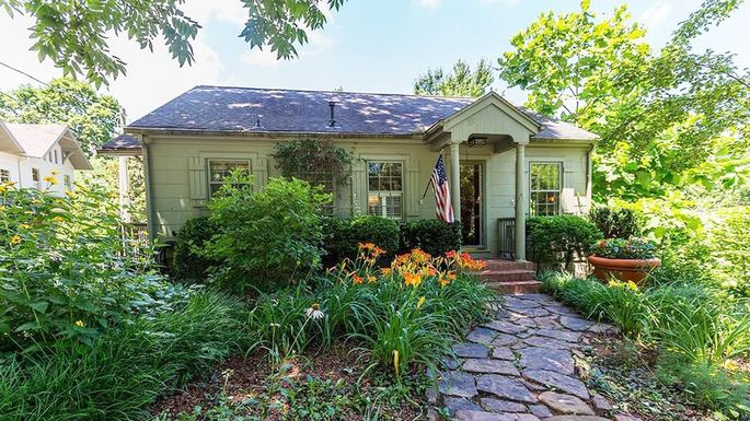 Three-bedroom bungalow in Fayetteville, AR