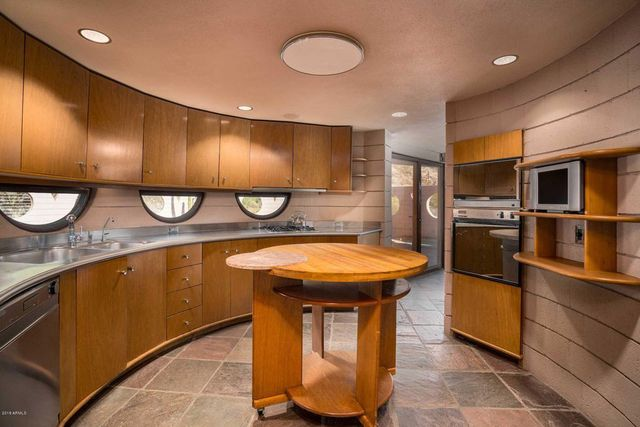 Kitchen in Frank Lloyd Wright Lykes house