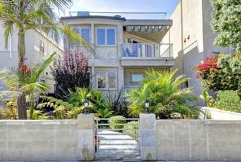 Kelly Ripa's New Co-Host? Former NY Giants Star Michael Strahan Lists Hermosa Beach Pad (PHOTOS)