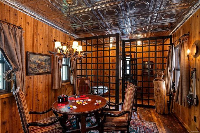 Wild West-themed guest apartment