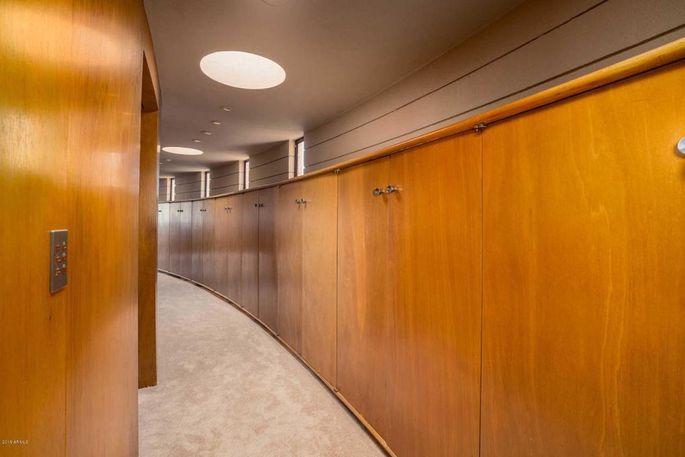 Walls made of golden-hued mahogany