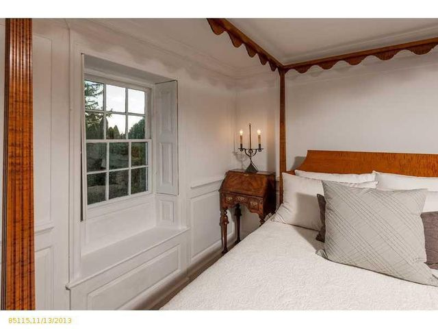daryl-hall-of-hall-oates-selling-restored-colonial-in-maine-25