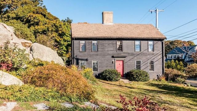 A Mint-Condition Colonial Built in 1690 Is the Week's Oldest Listing