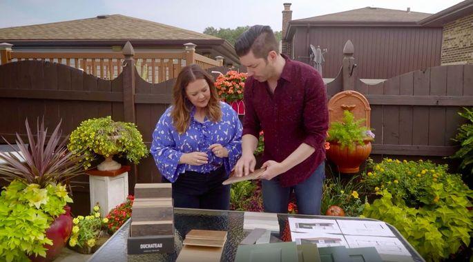 Here, Melissa McCarthy helps Jonathan Scott choose the flooring.