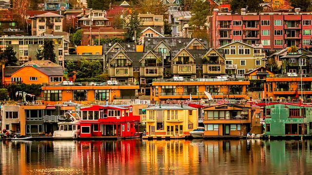 Homes on Lake Union in Seattle