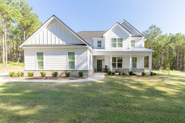 modern farmhouse in Salem, AL