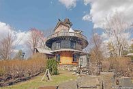 A Study in Circles: We Examine the Logic of Round Homes
