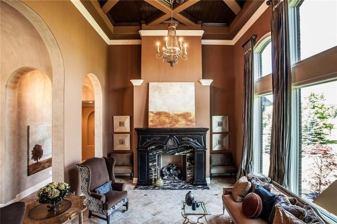 Living room with a fireplace and high ceiling