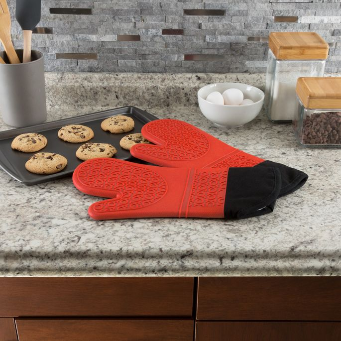 Made of durable silicone, these oven mitts can be machine-washed and dried.