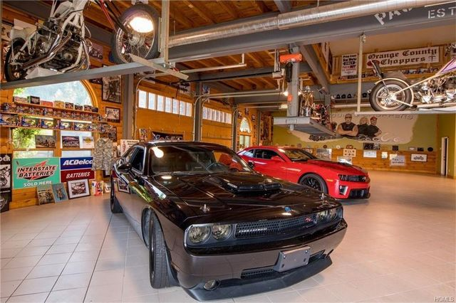 Showcase garage