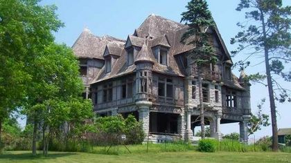 Abandoned for Over 70 Years, Carleton Island Villa Is Now Available for $495K
