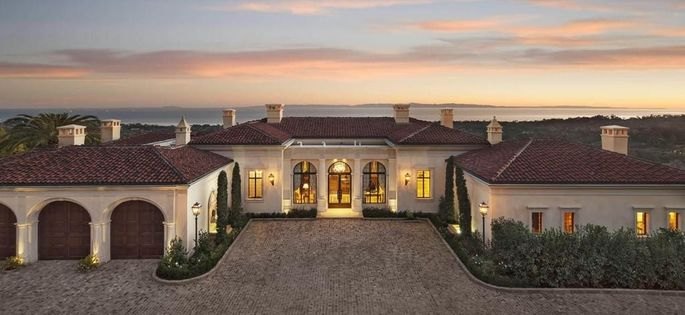 This estate comes with a breathtaking loggia.
