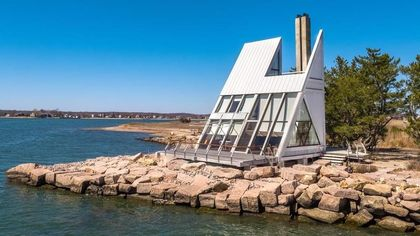 Terrific Triangular Home in Connecticut Is a Spot for Waterfront Contemplation